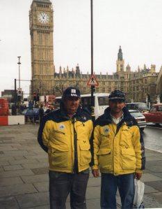 Földi László (balra) Londonban, Holló Miklós edzővel, útban Kanada felé, a junior biatlon vb-re.