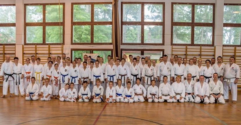 A balatoni edzőtábor részvevőinek egy csoportja