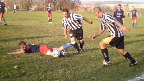 Csécsén padlóra került a foci