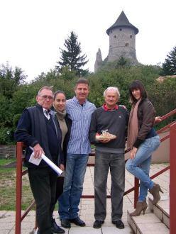 A találkozó résztvevői, és a legendás cipő (balról): Molnár Sándor, Lohn Angéla, Szalma László, Angyal János, Fodor Alexandra.