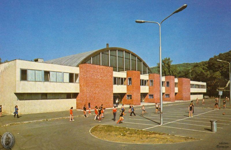 1976 sportcsarnok átadása