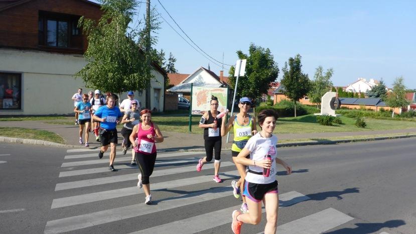 1 .A futók egy csoportja BÓDI ZOLTÁN FELVÉTELE